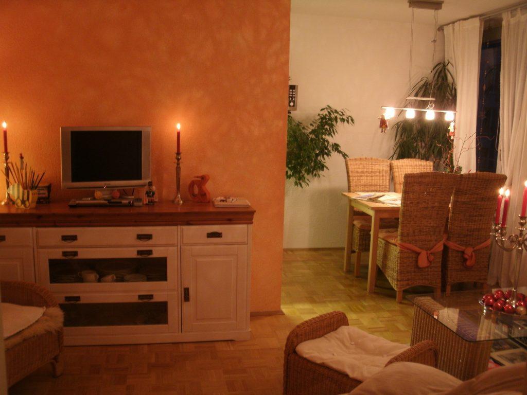 Wohnzimmer mit Esstisch (La Petite Maison)